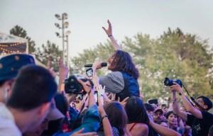 Le secteur culturel ne prévoit pas de retour à la normale avant 2022. Mais d'ici là, le spectacle doit continuer et des évènements québécois s'organisent malgré l'incertitude.