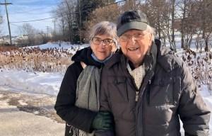 Une petite dose de vaccin… et d'amour pour un couple d'aînés de Sherbrooke