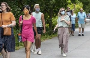 Confusion aux États-Unis sur la fin du port du masque pour les vaccinés
