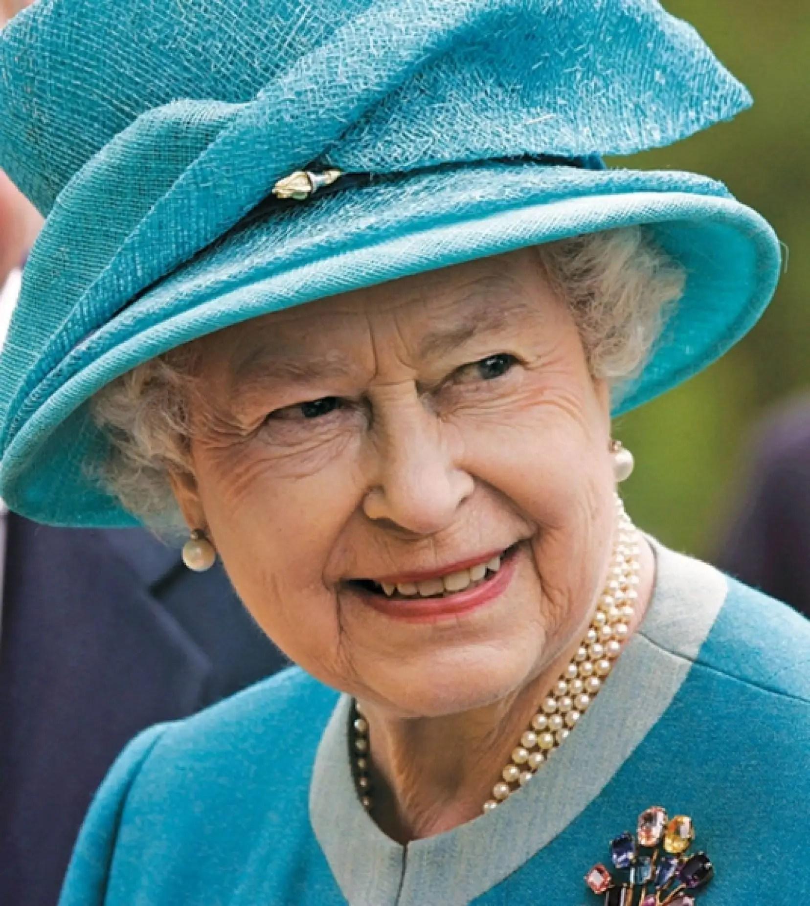 La Reine Dans Toutes Les Ambassades Canadiennes  Le Devoir