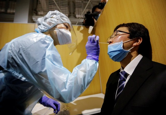Japan plans to dramatically ramp up daily Covid-19 tests, borrowing from anti-contagion measures used in the recent Tokyo Olympics. ― Reuters file pic