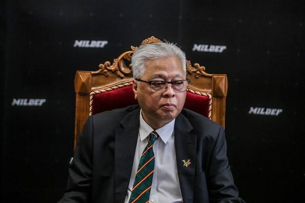 2021 年 4 月 2 日,在吉隆坡举行的马来西亚第一辆本地生产的高机动装甲车命名仪式后,高级部长拿督斯里·伊斯梅尔·萨布里·雅科布向记者发表讲话。 - 图片来自 Hari Anggara