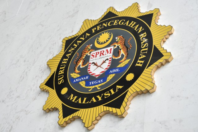 According to a MACC source, all the suspects, aged between 49 and 58, were nabbed at the Kedah MACC office between 3.45pm and 4.15pm today after they turned up to give their statements. — Bernama pic