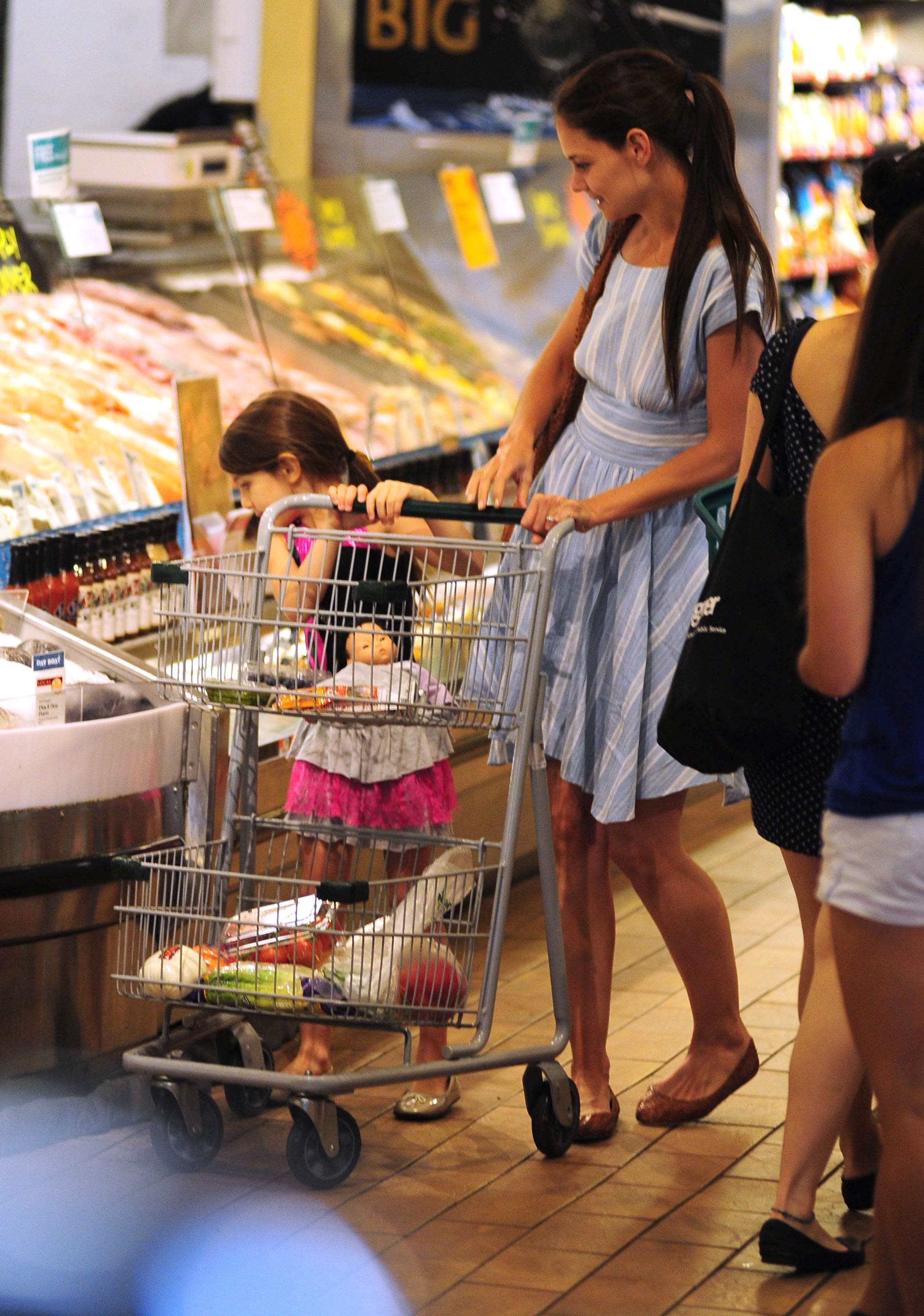 Katie Holmes and Suri Cruise went grocery shopping at