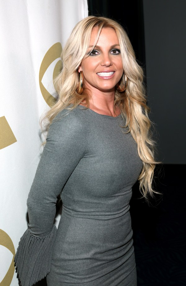 """Britney Spears Posed """" Love And Halle"""