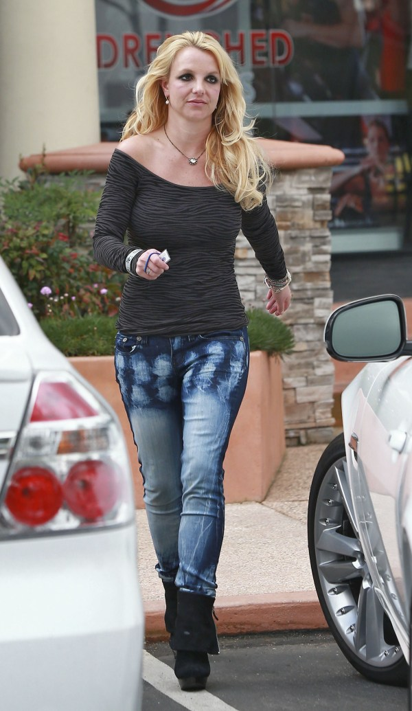 Britney Spears Sported Jeans And -shoulder Top