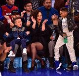Alicia Keys e la sua famiglia ostentano il loro spirito di gruppo al gioco dei New York Knicks