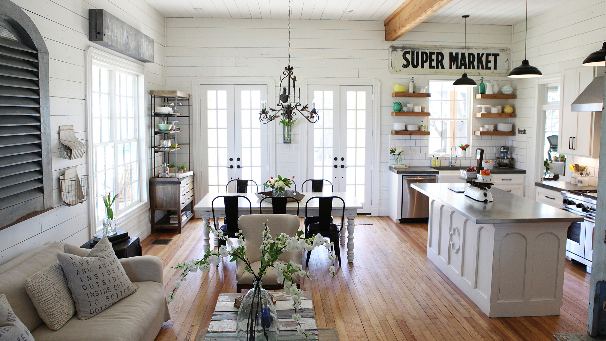 Chip And Joanna Gaines 'Fixer Upper' Home Tour In Waco Texas