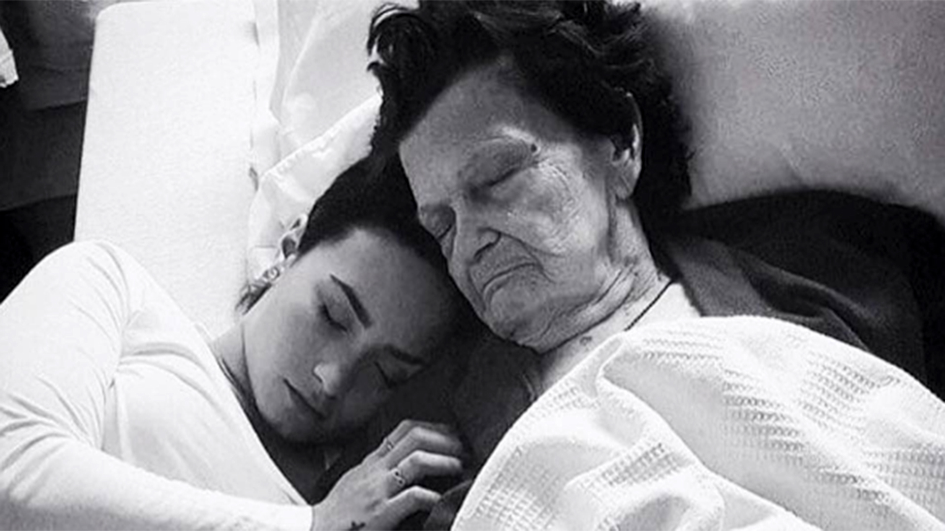 Girl Holding Money Wallpaper Demi Lovato Posts Heartbreaking Message After Her Mimaw
