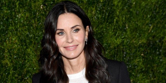 courteney cox gets new haircut with bangs and balayage