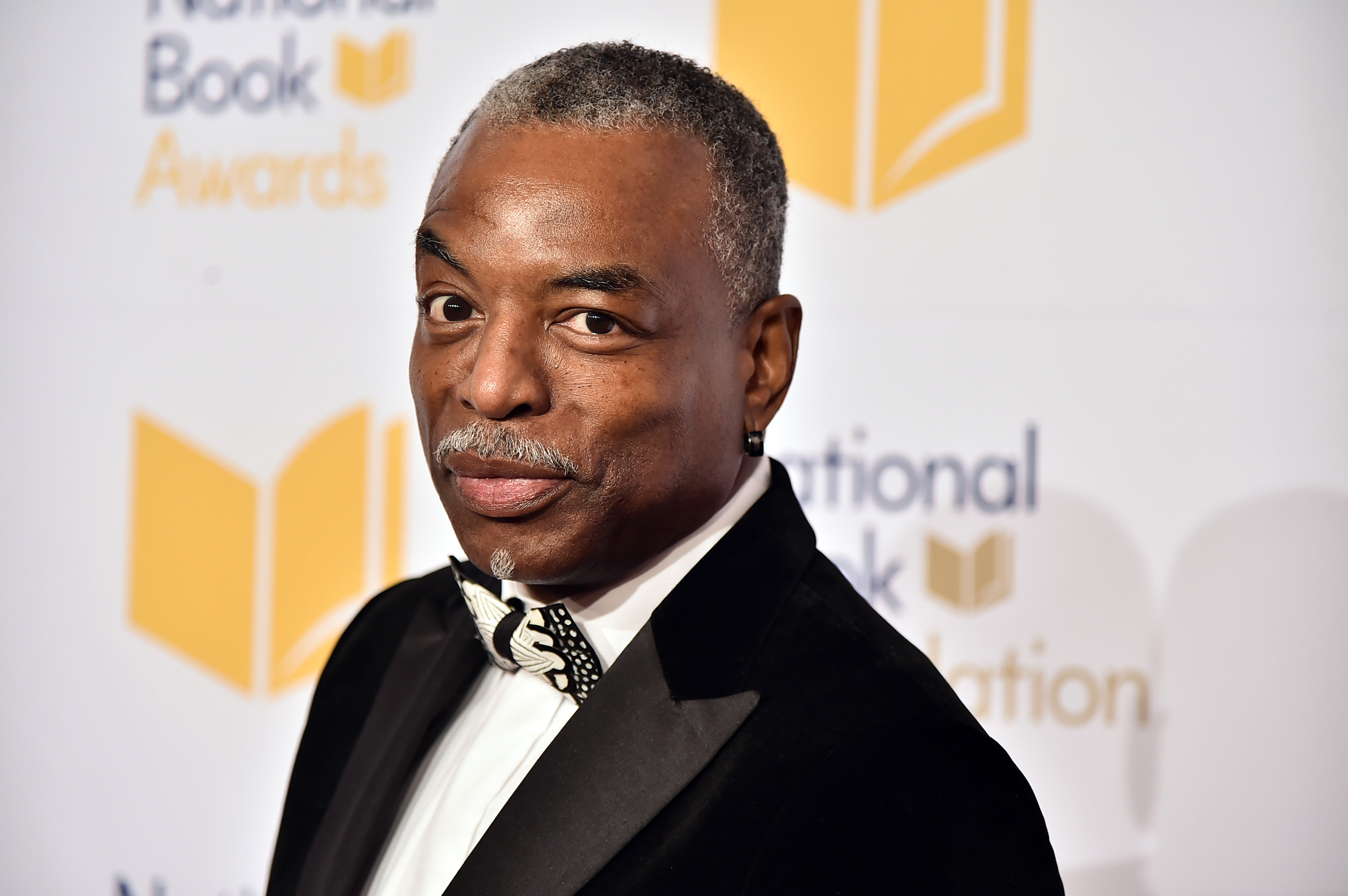 LeVar Burton reacts to petition calling for him to host 'Jeopardy' 4/10/21