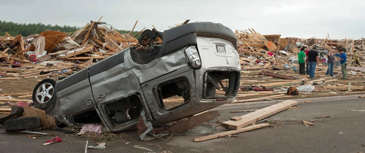https://i0.wp.com/media2.s-nbcnews.com/j/newscms/2014_18/405836/140428-tornado-car-tnc-1507_4453563d094d305938b8a43bd095164e.nbcnews-fp-1240-520.jpg