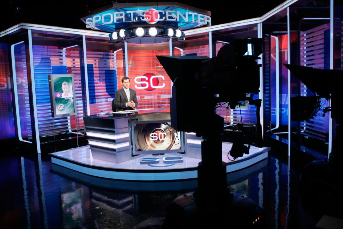 https://i0.wp.com/media2.s-nbcnews.com/j/newscms/2015_39/1238471/150925-espn-sportscenter-australia-set-mbm_ba075ea7a2495068857f9247917b632e.nbcnews-fp-1200-800.jpg