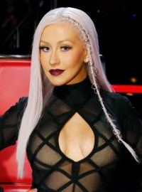Christina Aguilera hair is now red: See her new look ...