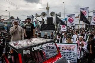 Image: Anti-LGBT activists protest in Yogyakarta