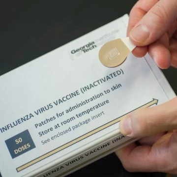 Image: A microneedle vaccine patch package
