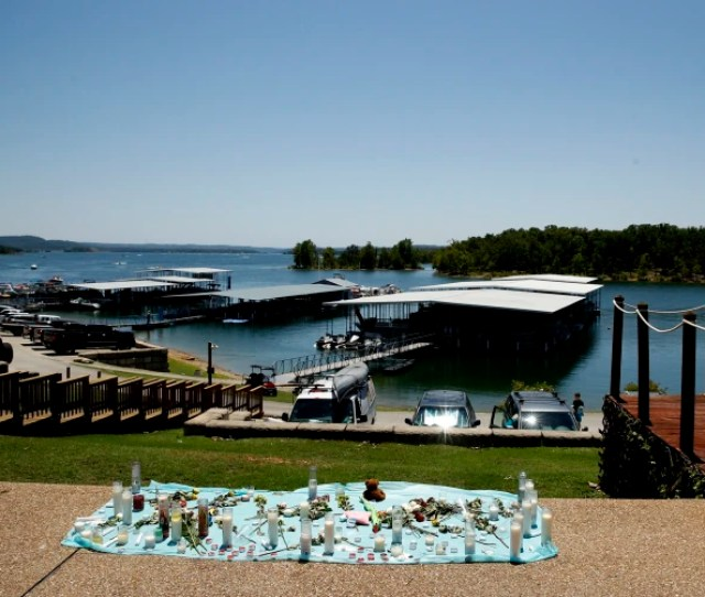 Image A Memorial For The Victims Of Thursdays Duck Boat Accident Overlooks Table Rock Lake