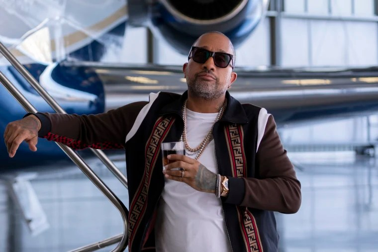 In Netflix's 'BlackAF,' Kenya Barris dares you to laugh at — or ...