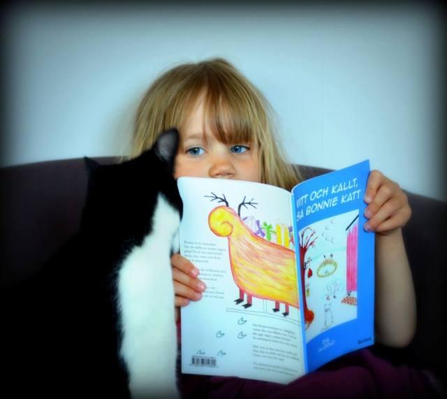 Lilla kattmoster Lundqvist och Suko läser om Bonnie