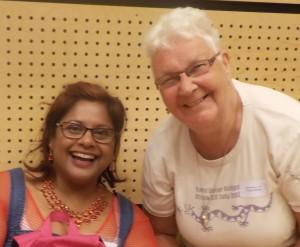 Två glada damer på stämman: Maria Bielke von Sydow och Tora Greve.