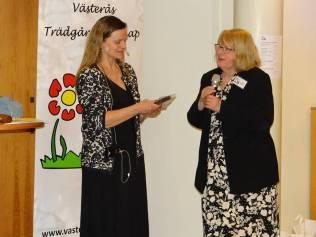 Berit Karlsson tackar Inger Ekrem för ett mkt intressant föredrag