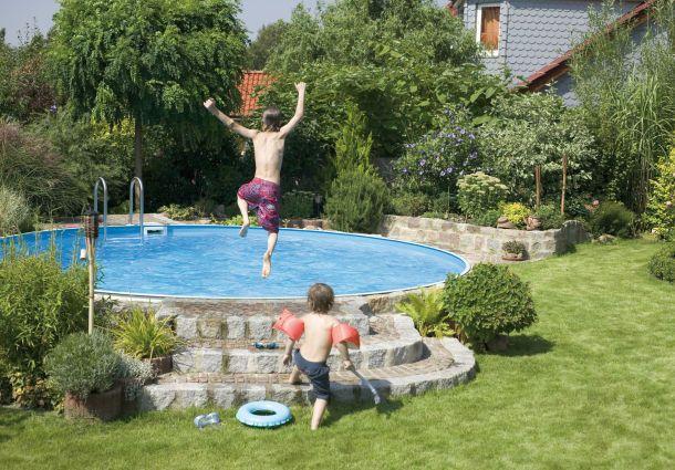 Der Pool Im Eigenen Garten Ins Kuhle Nass