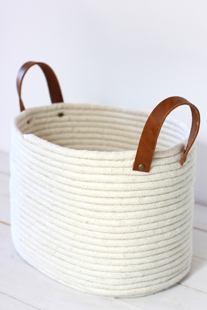 No Sew Rope Coil Basket, tutorial via Alice & Lois