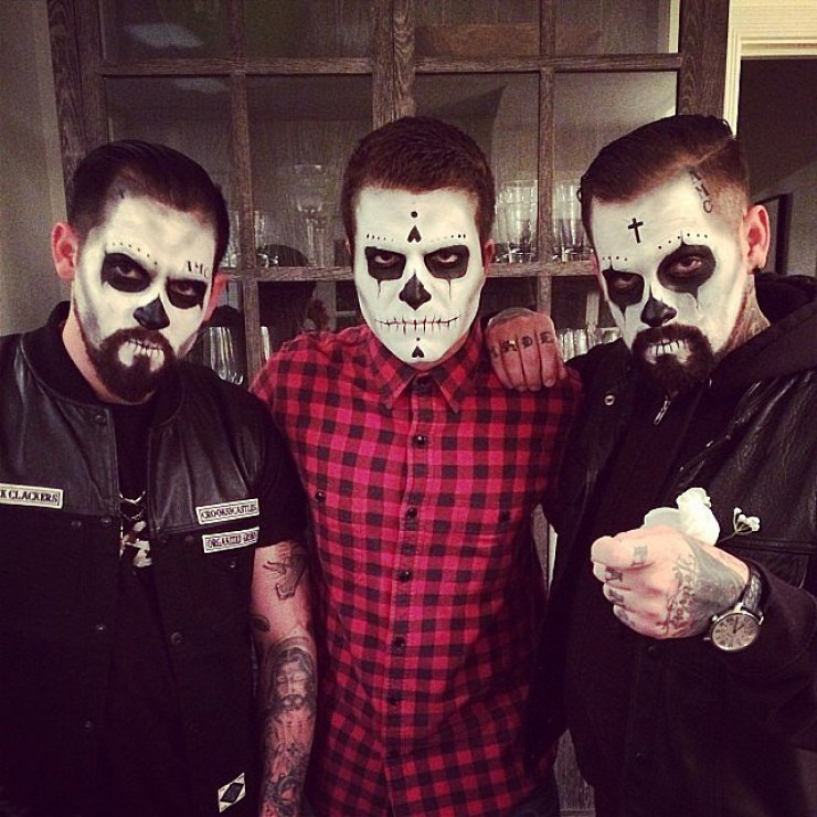 David Katzenberg snapped a spooky picture with Joel Madden and Benji Madden.<br /><br /> Source: Instagram user davidkatzenberg<br /><br />