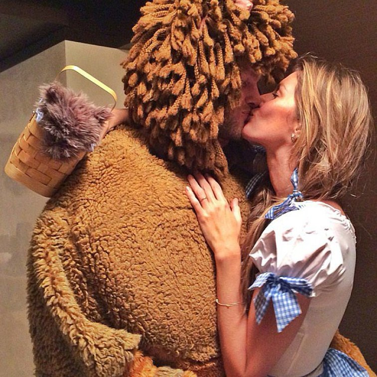 Gisele Bündchen and Tom Brady made an adorable pair for Halloween, dressing as Dorothy and the lion from The Wizard of Oz.<br /><br /> Source: Instagram user giseleofficial<br /><br />