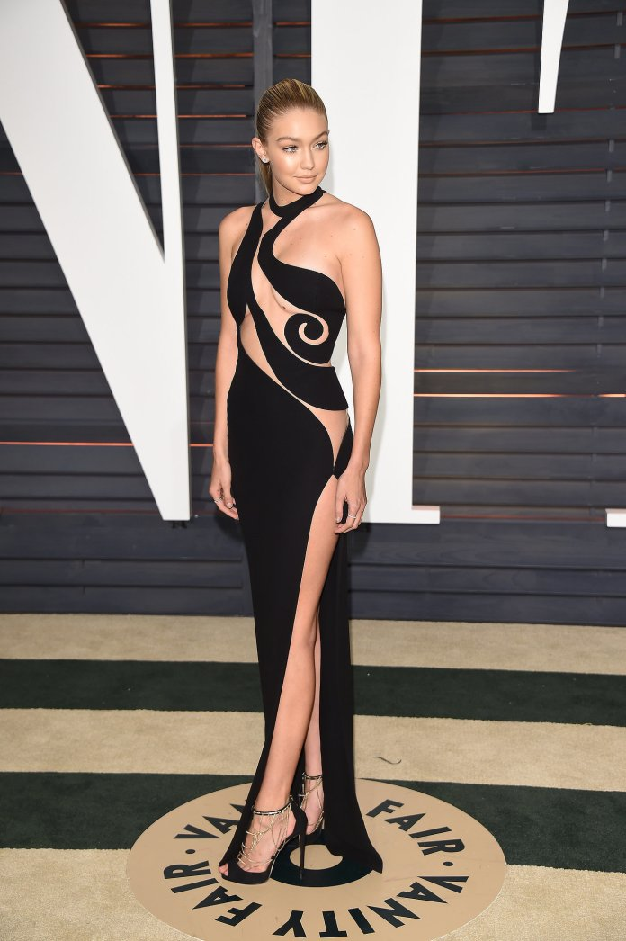 Foto Gigi Hadid Hampir Telanjang Di Vanity Fair Oscar 2015