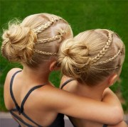 identical twin hairstyles instagram