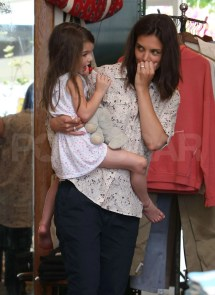Barefoot Suri Cruise And Katie Holmes Shopping