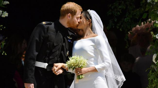 Image result for royal wedding harry meghan kiss on steps