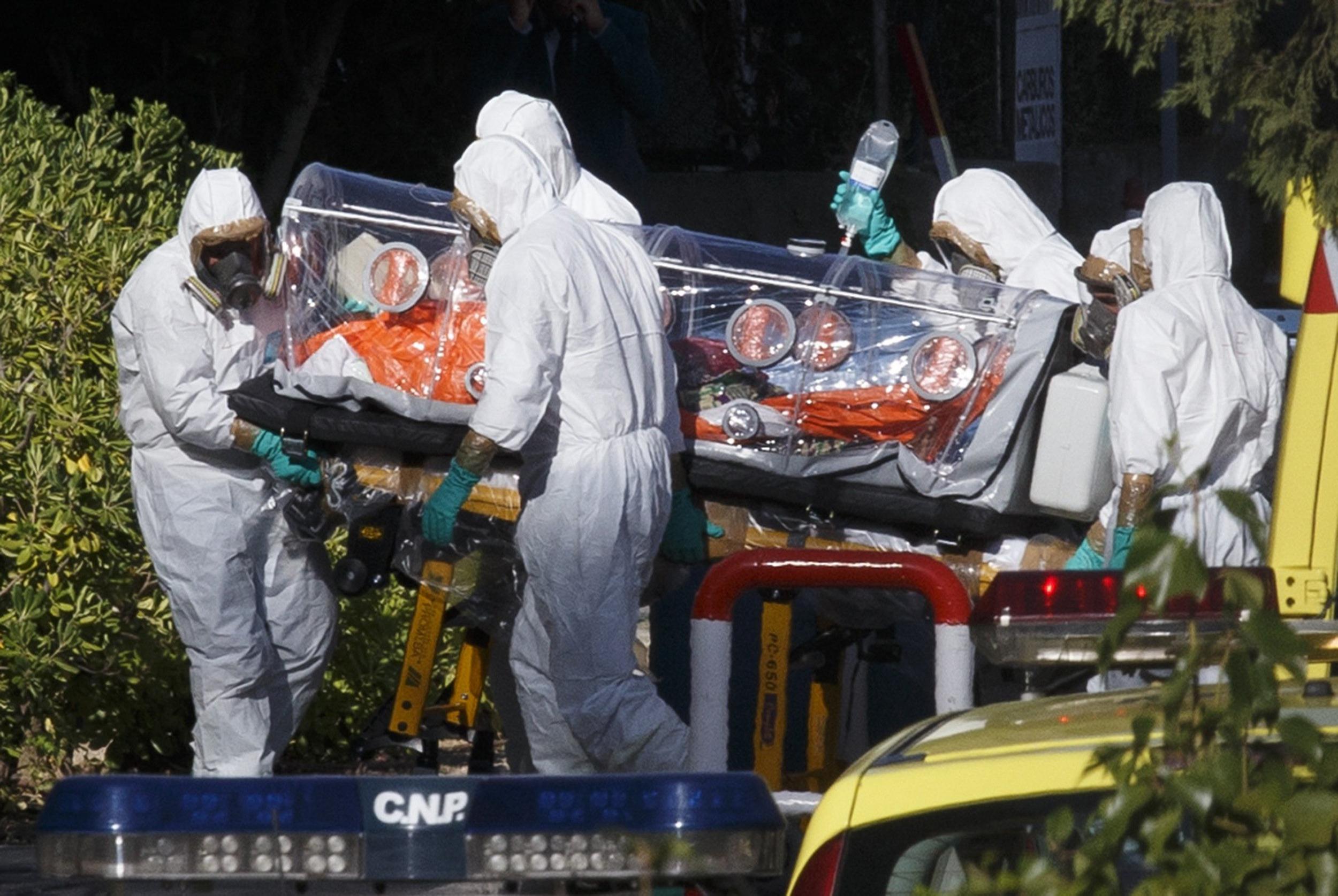 http://media3.s-nbcnews.com/i/newscms/2014_32/605416/140807-ebola-spain-7a_467e254a065a484d2c28f83b36a56d08.jpg