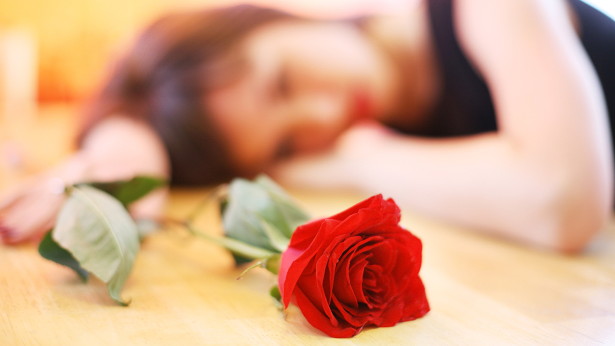 Sad Girl With Red Rose Wallpaper Yes Broken Hearts Are Real But They Re Not What You