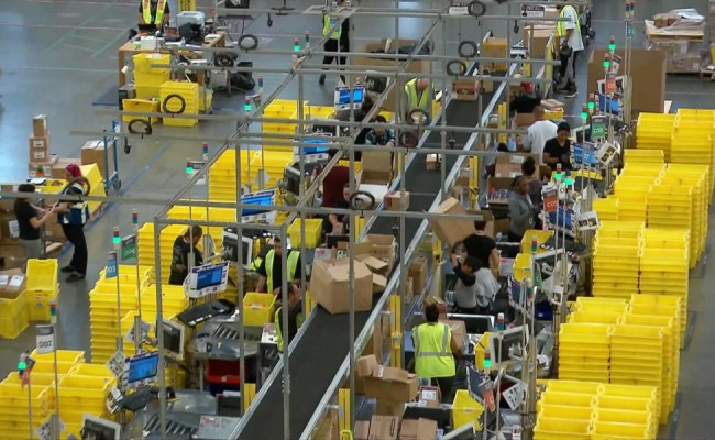Long Lines As Amazon Tries To Hire 50 000 In National