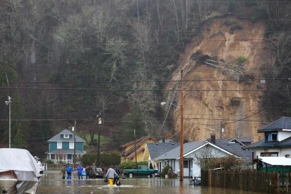 Mudslide Cuts Washington State Neighborhood - Nbc