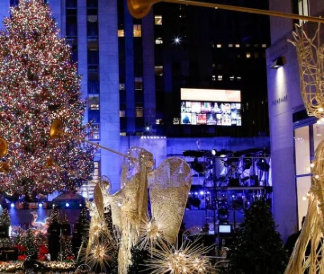 Image People Watch The Christmas Tree Lighting At Rockefeller Center In The Manhattan Borough Of
