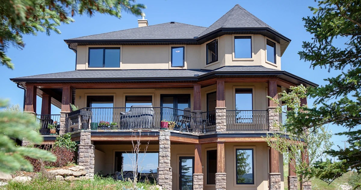 Woman is selling her 17 million home in Canada for 25