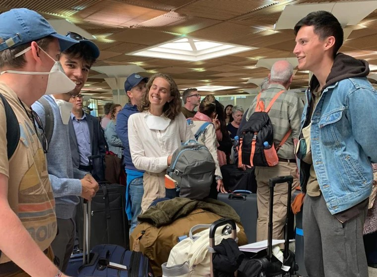 Americans still stranded abroad amid coronavirus travel bans race ...