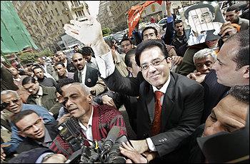Освобождаването на Айман Нур от затвора в Египет донесе малка радост на реформистите. Но мълчанието на великите сили е лош сигнал.