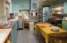 19 Deluxe Custom Julia's Kitchen That Abound With Glamour And Serenity