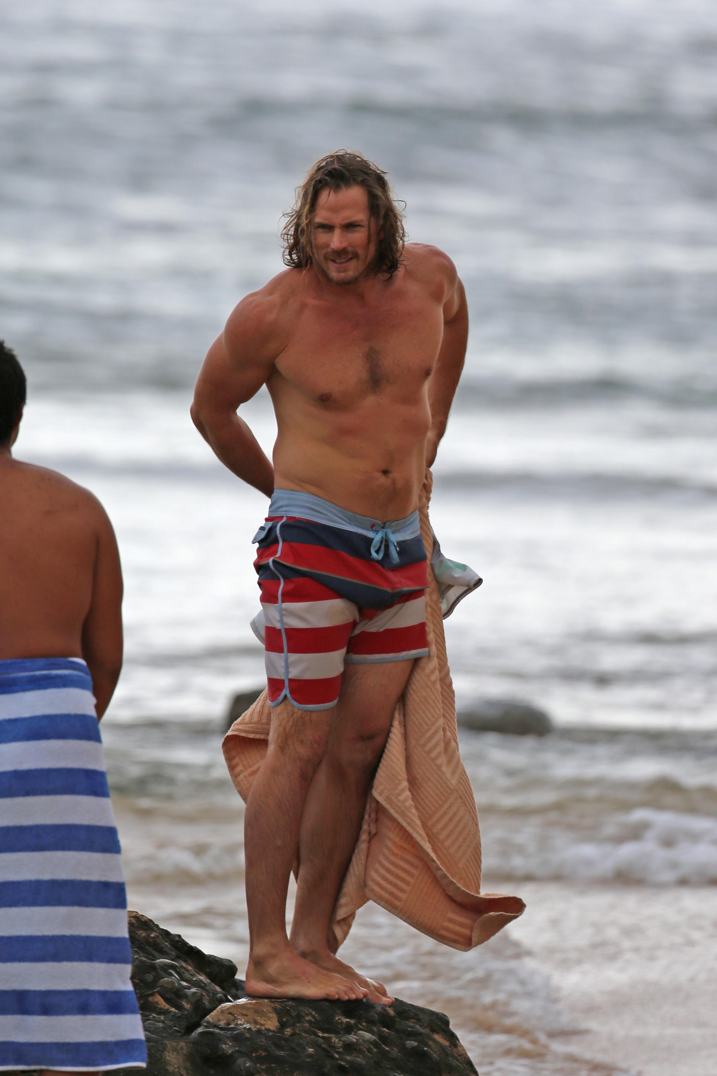 Smith Jerrod, è che voi? Vedi il vostro schiacciamento di SATC andare senza camicia in Hawai