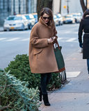 Keri Russell lega il suo urto del bambino in New York freddo