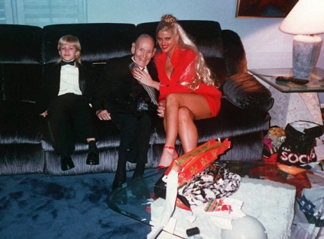Image result for anna nicole smith and her son daniel at funeral