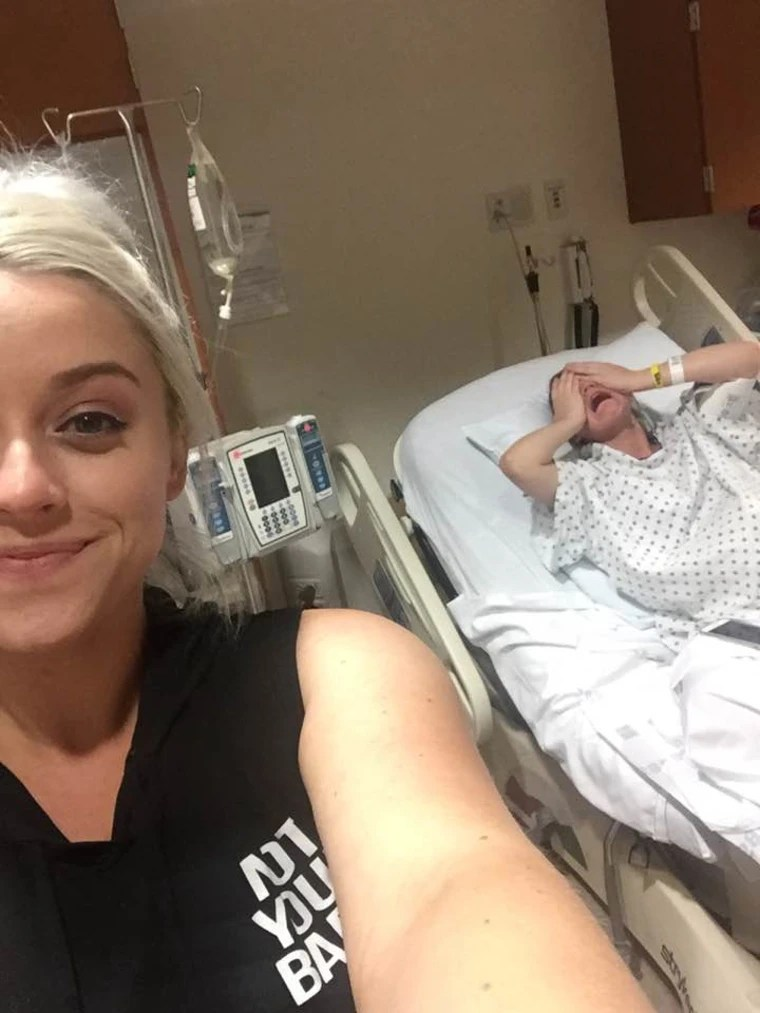 Girl In Hospital Bed Funny : hospital, funny, Woman, Takes, Selfie, Pregnant, Sister, Labor, Hospital