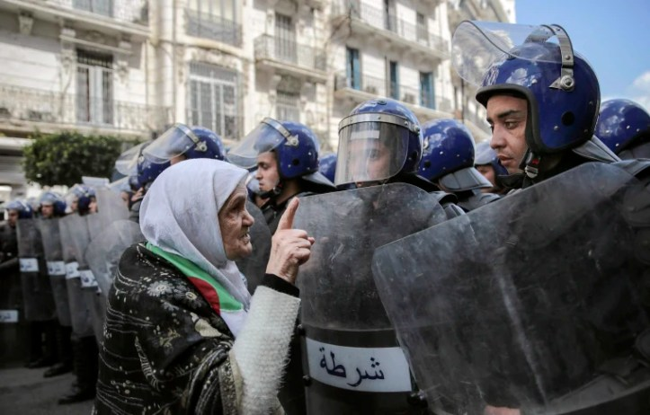 Image: woman confronts security forces
