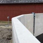 Dagvatten samt urinvatten från gödselplatta pumpas vidare till stora bassängen