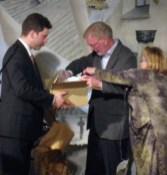 Lyckönskningar och presenter till jubilaren lämnades från Björksta Sockenråd och Björksta Hembygdsförening. Rune Pettersson tackade på allas vägnar för en minnesvärd afton.