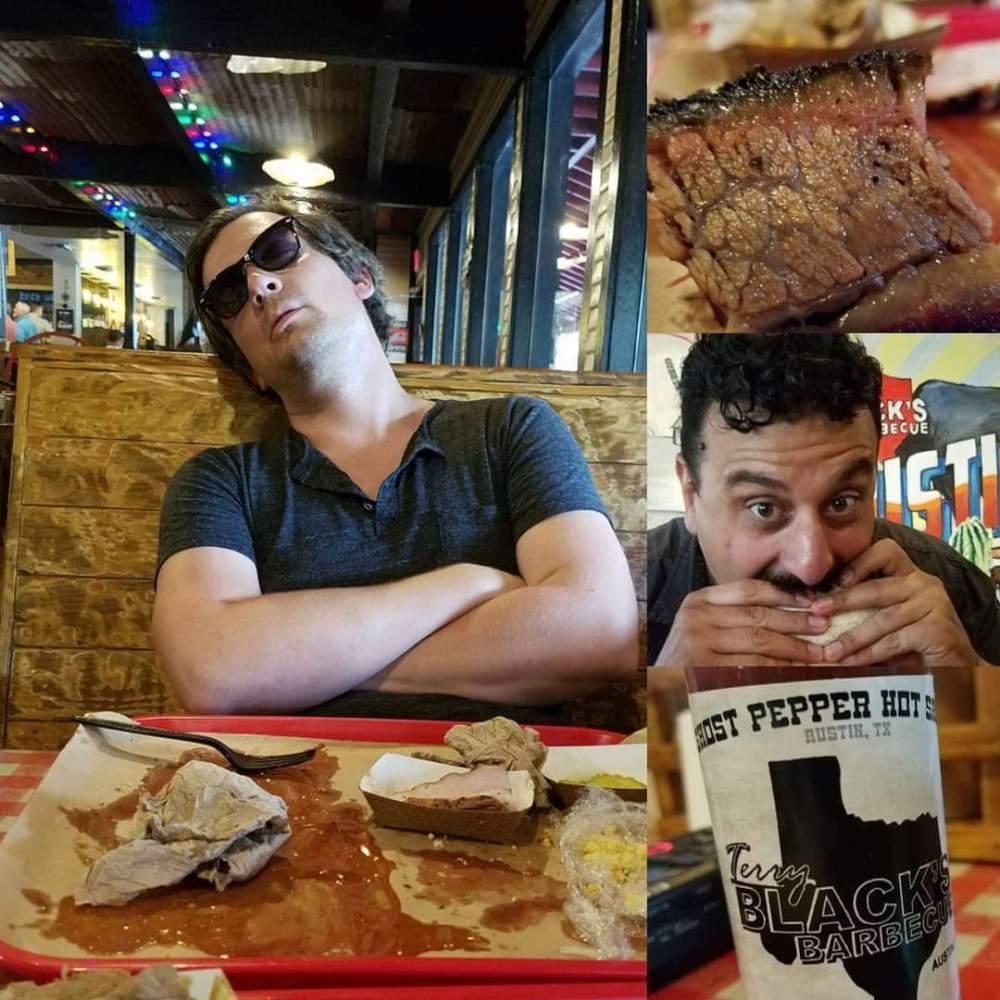 """Stover og Yoni står bak den Austin-baserte podcasten """"Best Barbecue Show"""", der de spiser og snakker om den beste barbcuen i verden, nemlig Texas-barbecue."""